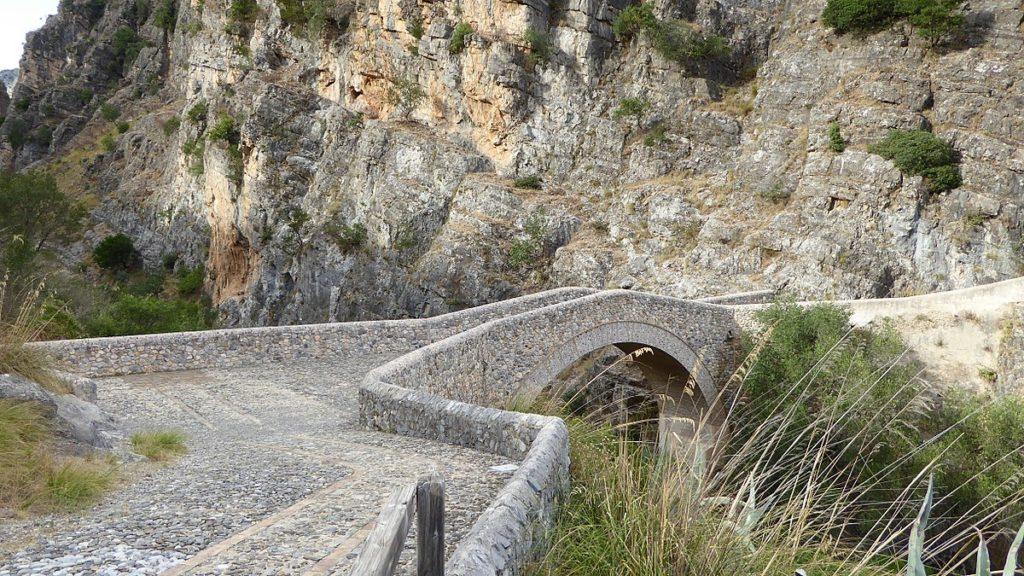 devils bridge civita